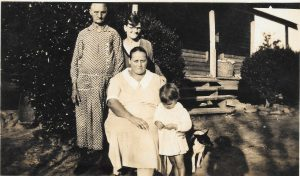 Photograph from 1932 depicting a family in the Great Depression